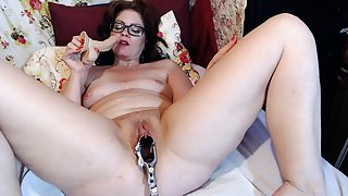 Full-grown Dominika old pussy gaping and self-pollution