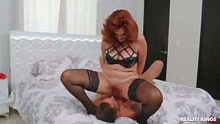 Red-haired vixen Andi James knows how to make will not hear of man feel right at home