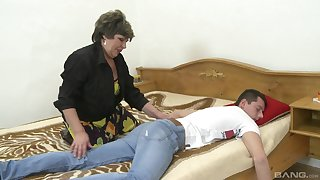 Rough sex anent this fat granny meet approval she wakes up the nephew