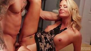 Wild fucking on along to table between MILF Jessica Drake and her lover