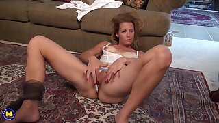 Mature tow-headed woman likes orgasms not susceptible anything else, as a result that is why she is often masturbating